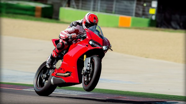 SBK-1299-Panigale-S_2015_Amb-01_1920x1080.mediagallery_output_image_[1920x1080]