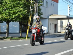 ヘルメット素敵ですね!女性オーナーさまです