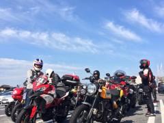 こんな晴天のもとツーリング出来るなんて嬉しい限りです!とにかくバイクが多い多い。