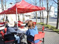 良い天気、外で食べるとおいしいです