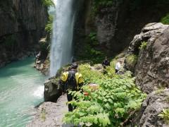 見事な滝が出てきました。
