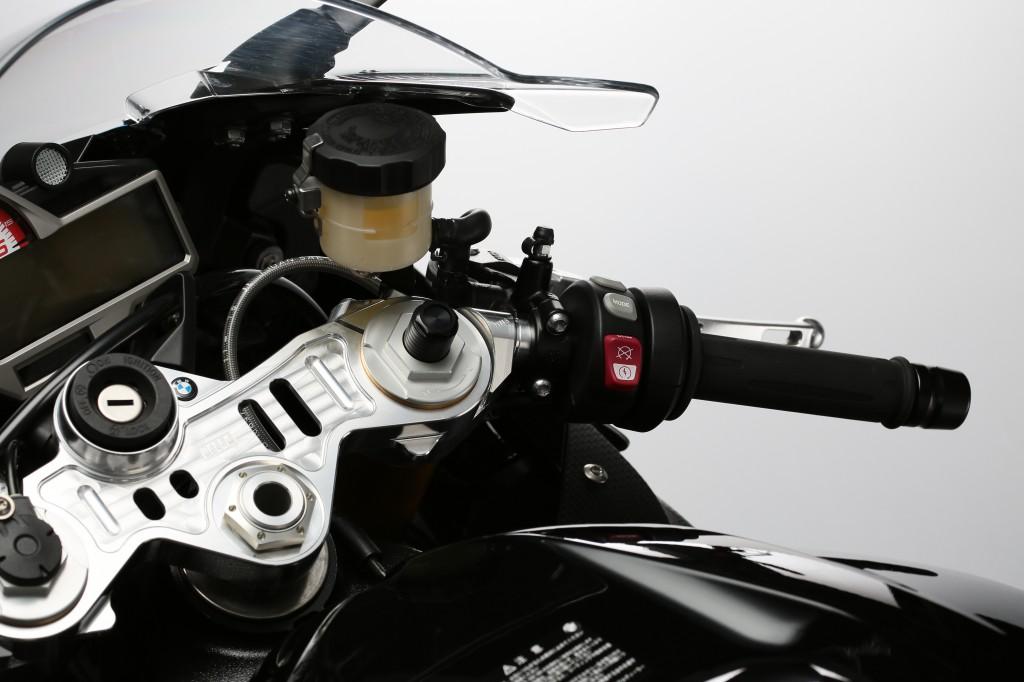 AELLA S1000RR トップブリッジとアップハンドル