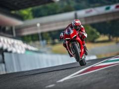 2018-Ducati-Panigale-V4-S-24